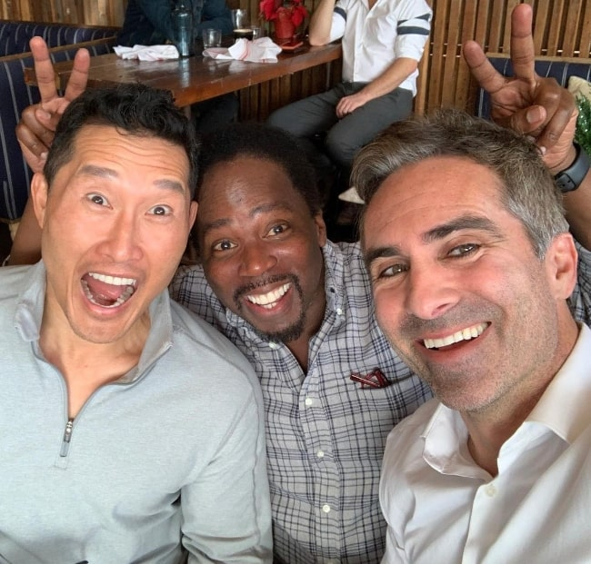 Harold Perrineau (Center) smiling in a selfie with Daniel Dae Kim (Left) and Néstor Carbonell in December 2019