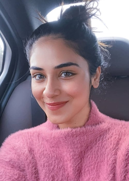 Indhuja Ravichandran as seen while smiling in a car selfie in April 2021
