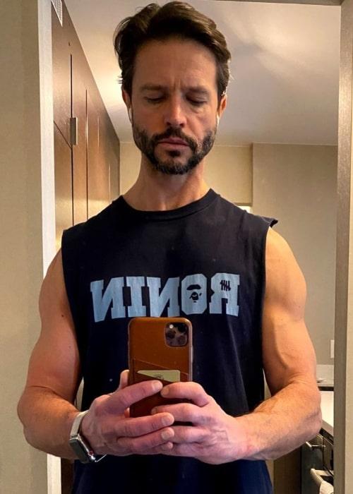 Jason Behr taking a mirror selfie in June 2021