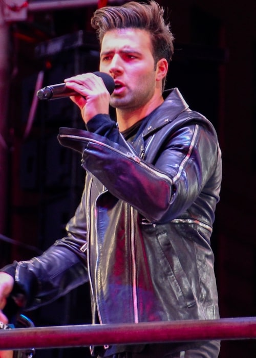 Jencarlos Canela as seen in a picture that was taken during a live performance in January 2014