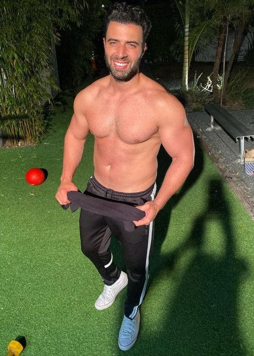Jencarlos Canela as seen in a shirtless picture that was taken in March 2021