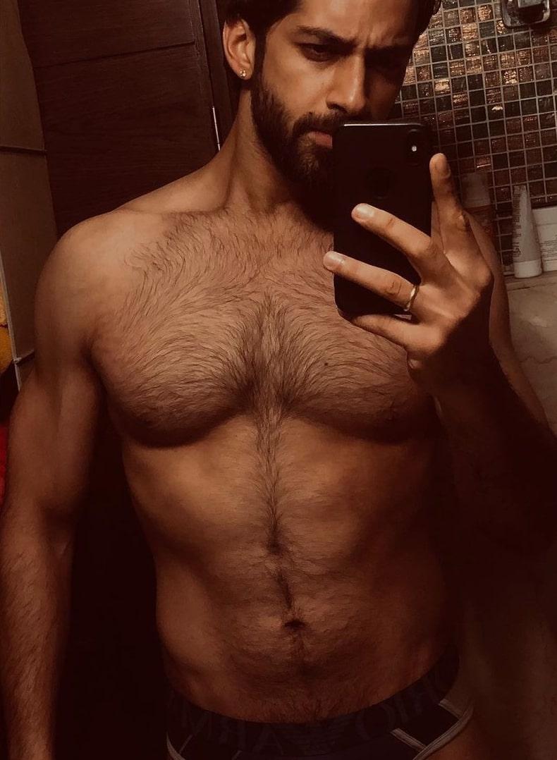 Karan Vohra as seen in a shirtless selfie that was taken in January 2021