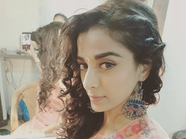 Pooja Sharma showing her mirror image in February 2018