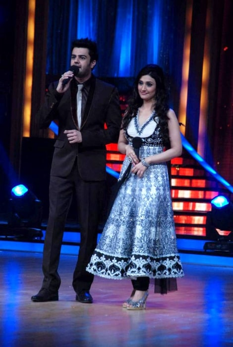 Ragini Khanna and Manish Paul on the sets of 'Jhalak Dikhhlaa Jaa 5'