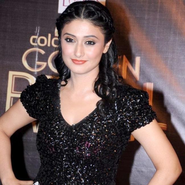 Ragini Khanna pictured at Colors Golden Petal Awards 2012