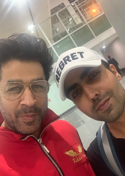 Rajat Bedi (Left) clicking a selfie with Hardy Sandhu
