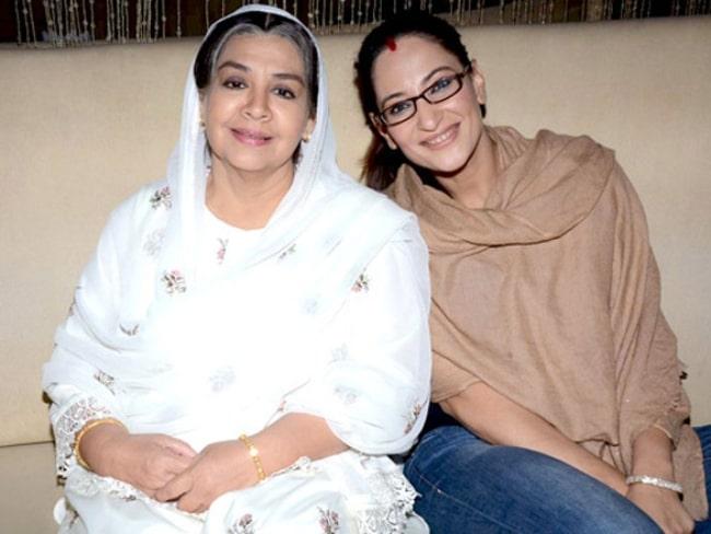 Rakshanda Khan (Right) posing for a picture with Farida Jalal at SAB TV launch of 'Ammaji Ki Galli' in 2011