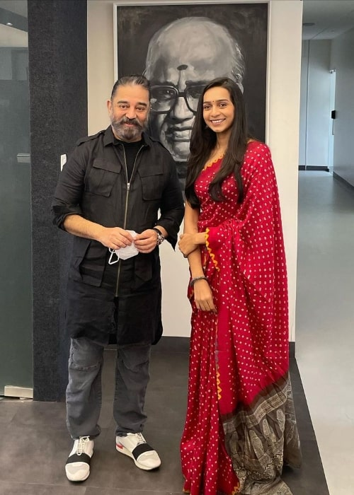 Sanchana Natarajan as seen while posing for a picture with Kamal Haasan in 2021