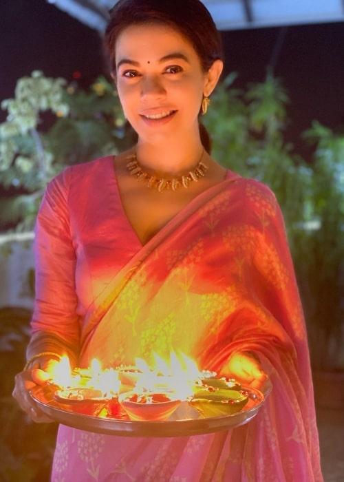Shweta Gulati posing for the camera while celebrating Diwali in November 2020