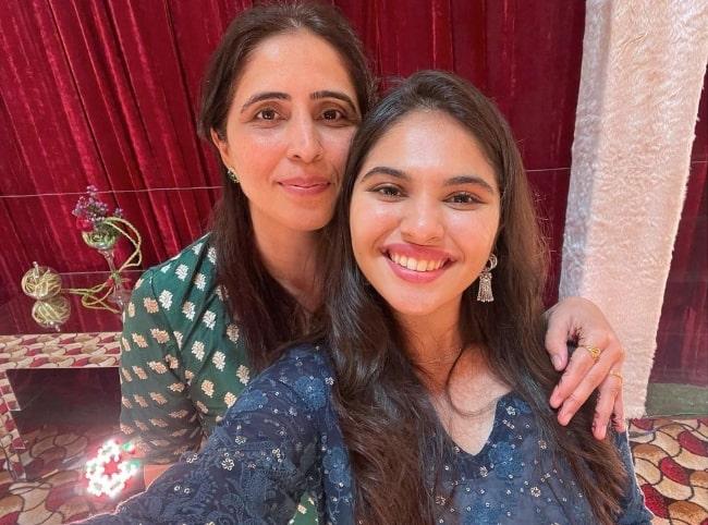 Simran Natekar as seen while clicking a selfie with Shruti Kabli in April 2021