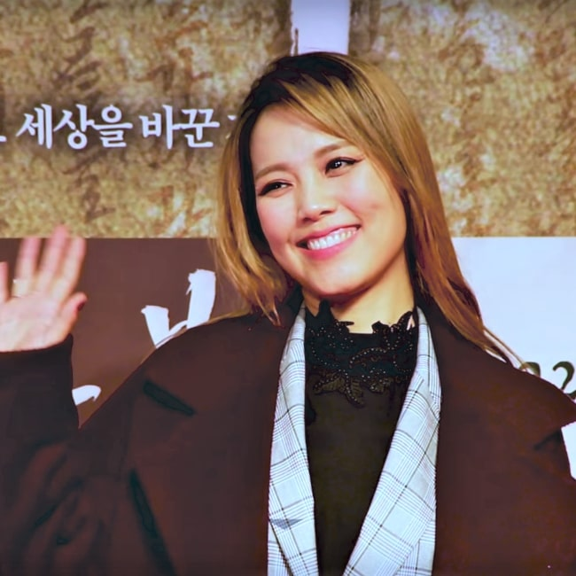 Sohyang as seen in screenshot from a video that was taken during the VIP premiere of the movie Heung-boo The Revolutionist in 2018