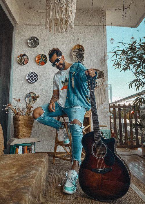 Suyyash Rai seen flaunting his guitar in 2021