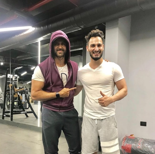 Umar Riaz (Right) posing for a picture alongside actor Hrithik Roshan