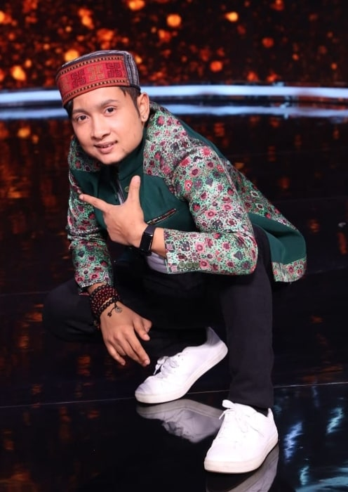Pawandeep Rajan as seen while posing for the camera on the stage of 'Indian Idol'