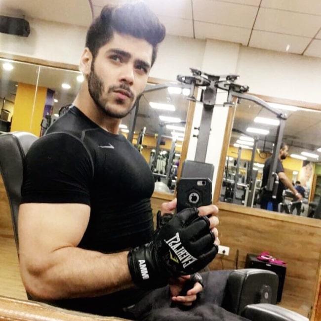 Simba Nagpal busy at the gym in May 2017